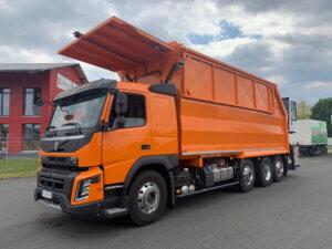 Baumpflege / Muldenfahrzeug Volvo orange